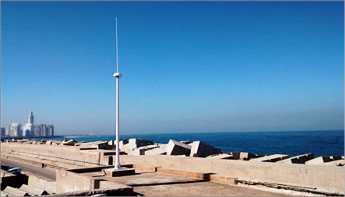 The SeaSonde antenna in Casablanca with the world´s tallest minaret, The Hassan II Mosque, in the background.