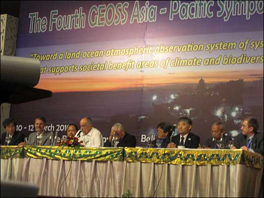 The Fourth GEOSS Asia-Pacific Symposium front row